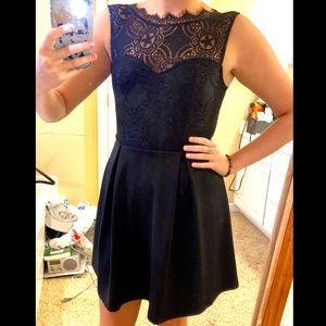 Black Lace Knee-Length Sleeveless Dress